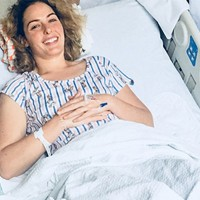 This Australian Woman Flew 9,940 Miles <br> to America for Her Endometriosis Surgery