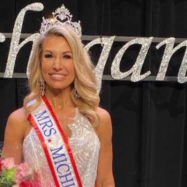 Mrs. America Contestant Fighting For Endo Patients Everywhere